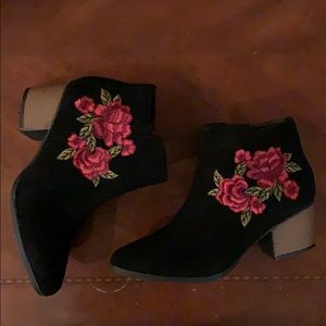 Charlotte russe boots size 7❤️